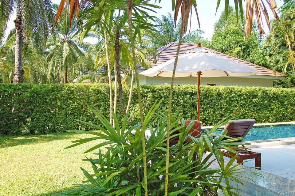 alisea-pool-villa-garden