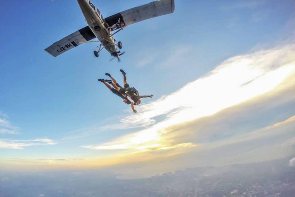 skydive-plane