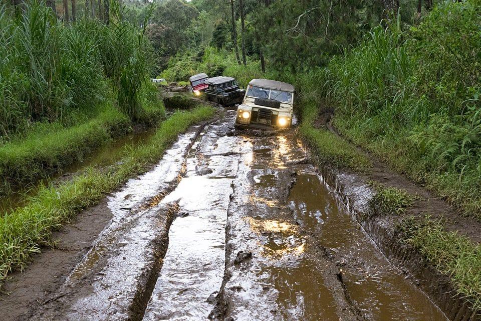 4WD off-raod Bandung Indonesia - Stuck in mud