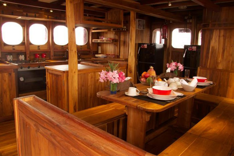 calico jack liveaboard kitchen