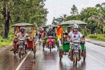Teams of tuk tuks competing in the Cambo challenge