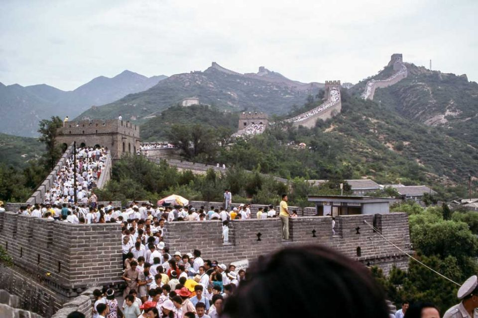 china-guide-crowded-wall