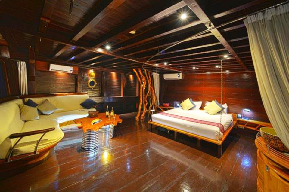 dewi-nusantara liveaboard rooms