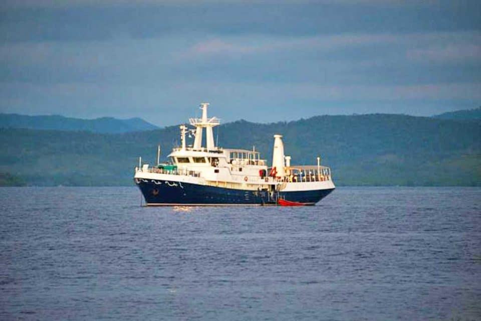 discovery-palawan-boat