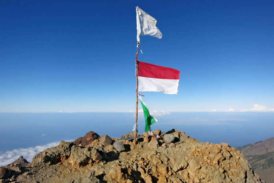 mount rinjani indonesia summit