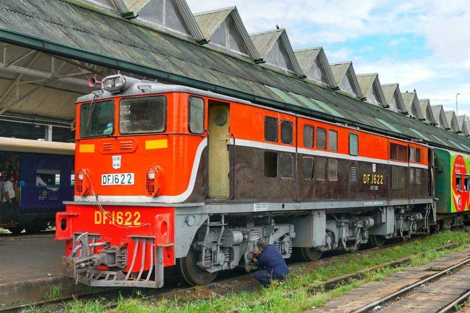 myanmar-train