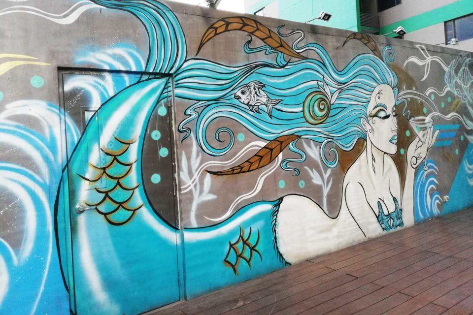 poolside-mural deejay paeste