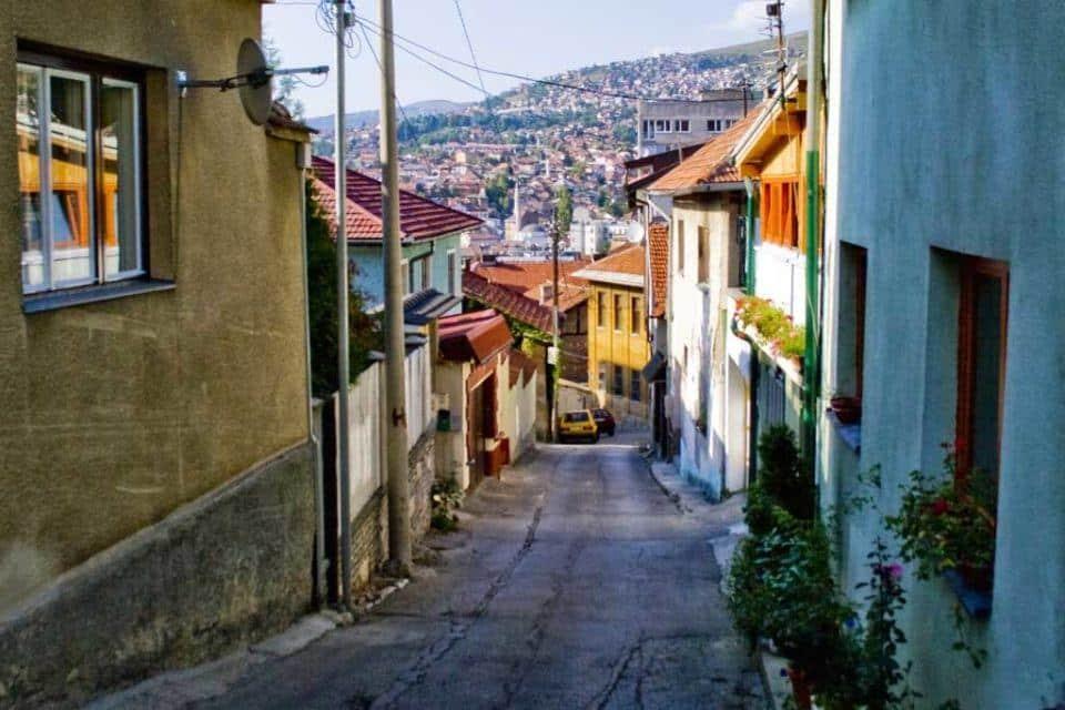 saravejo-old-town-walking