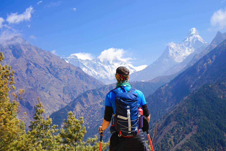 tom-trekking-everest