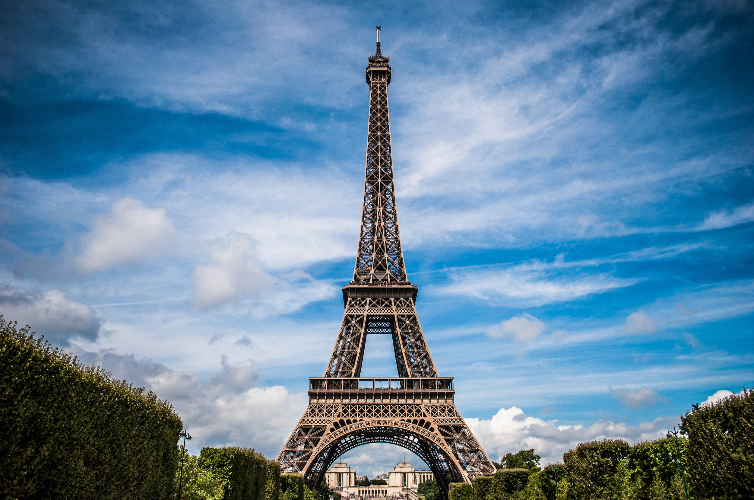 Eiffel Tower in full