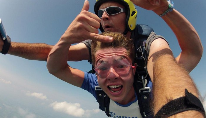 skydiving adventure junkie