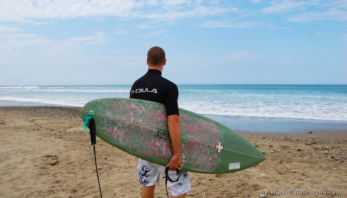 tom rogers surfing in olon