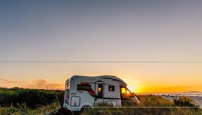 camper van traveling new zealand