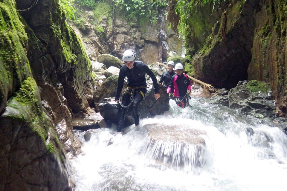 People canyoning