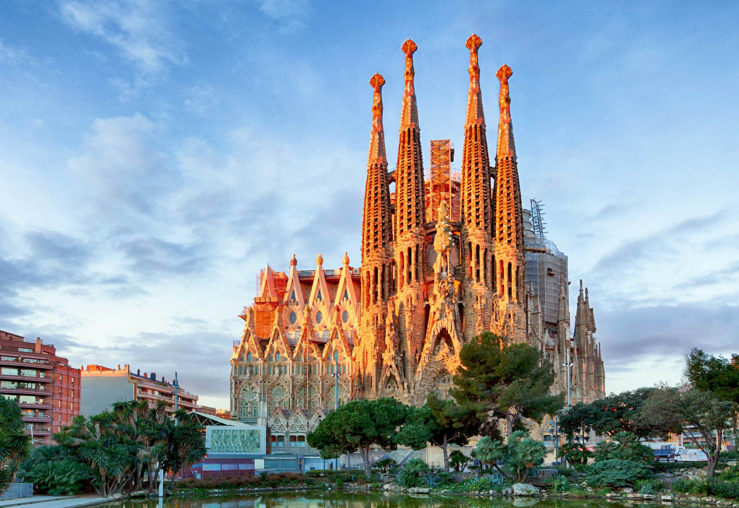 sagrada familia, one of the best places to visit in Spain