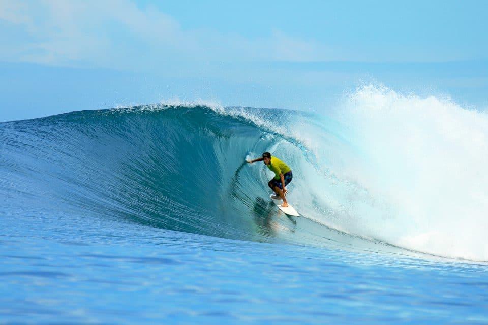 surfer bali waves