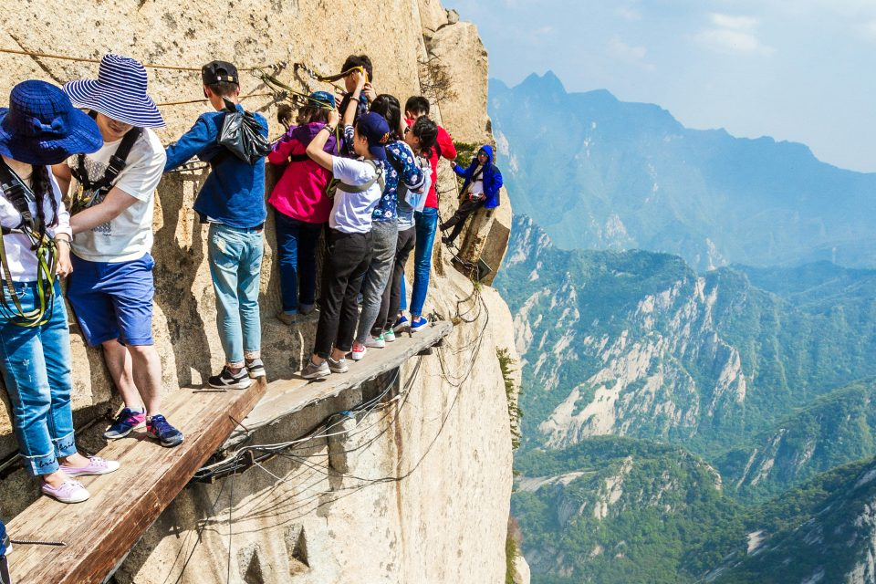 the world u0026 39 s deadliest trail  climbing mount huashan review