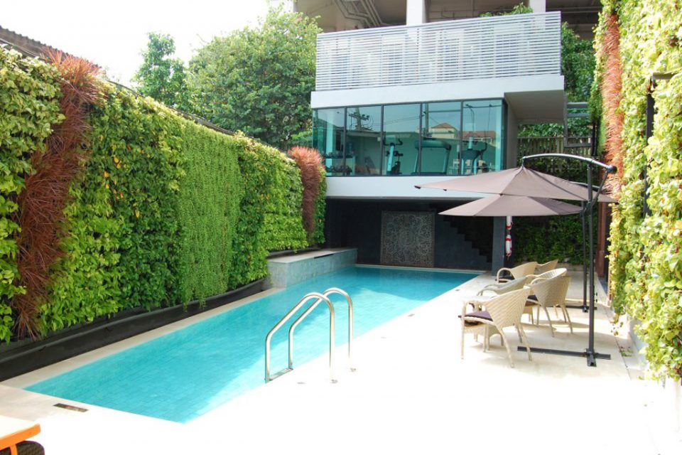 metropole bangkok crest collection pool