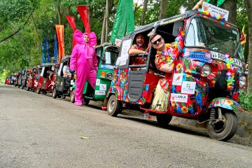 Tuk tuks lined up for the start of the Lanka Challenge
