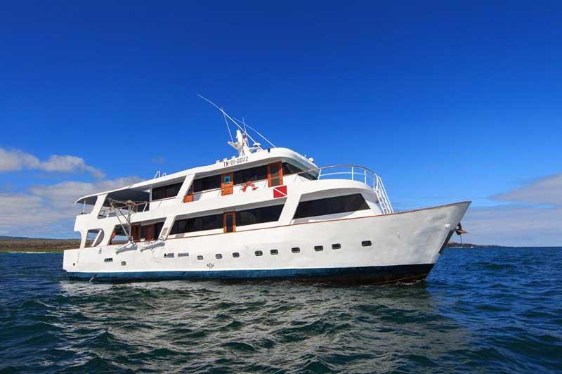 galapagos aqua boat liveaboard