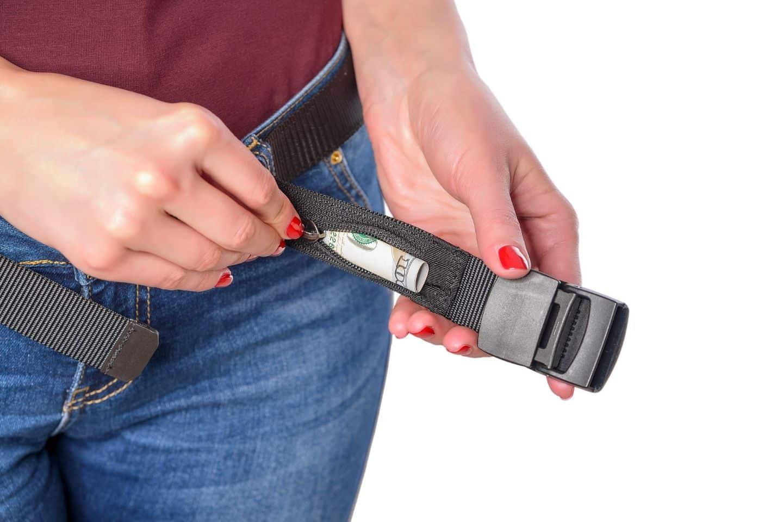hiding money in money belt
