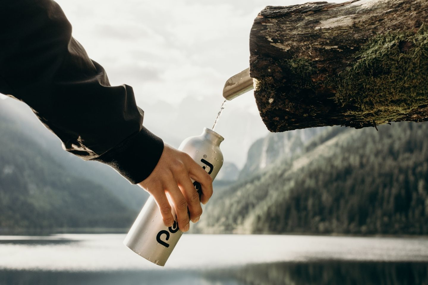 using travel water bottle outdoors
