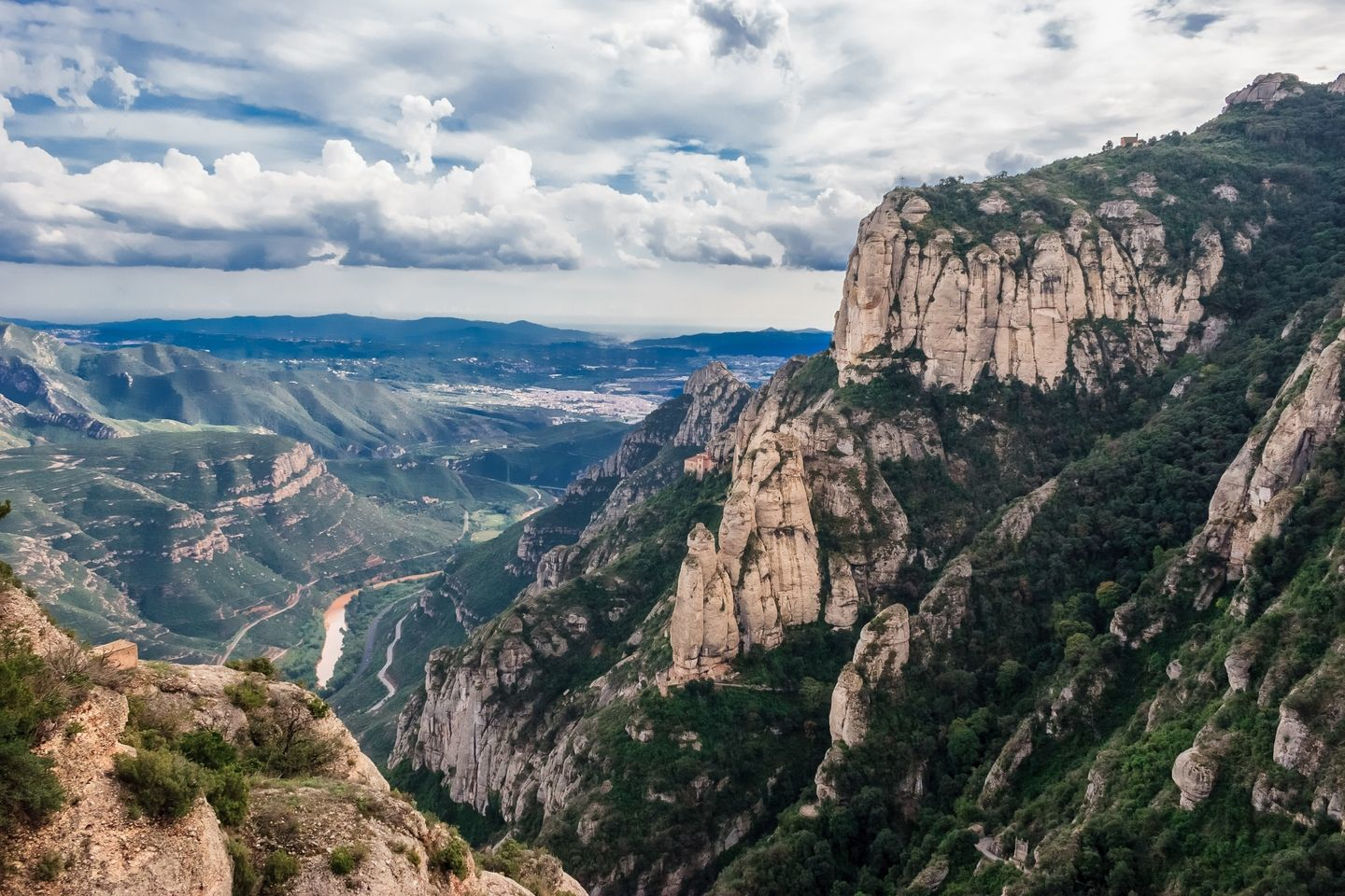 montserrat - hiking in spain