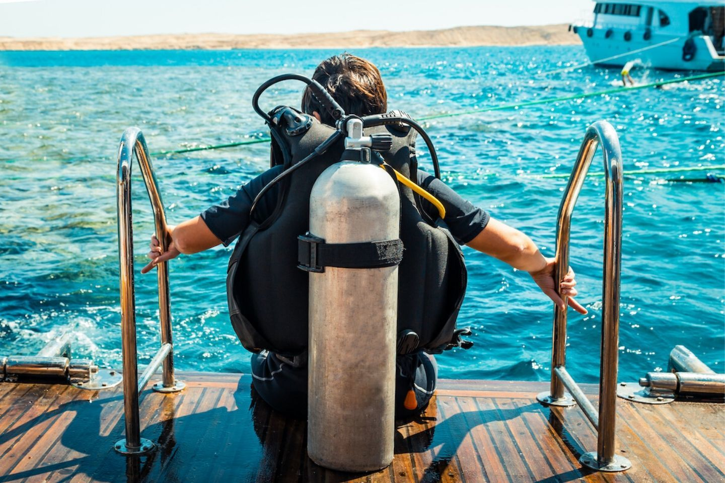 diver getting ready to go into the water